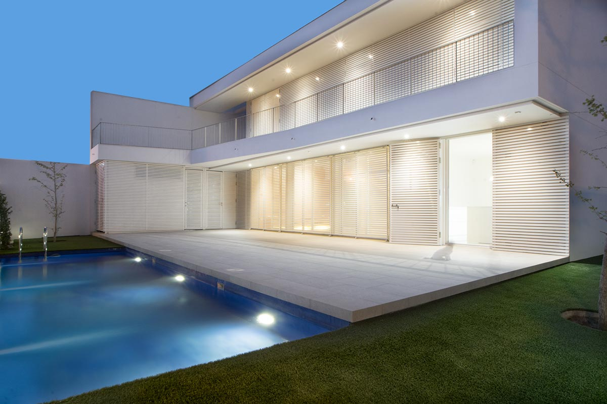 Vivienda con piscina nueva construida por Muntasil, empresa constructora en Granada