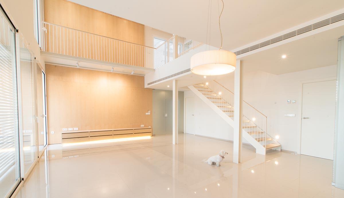 Salón de vivienda nueva construida por Muntasil, empresa constructora en Granada