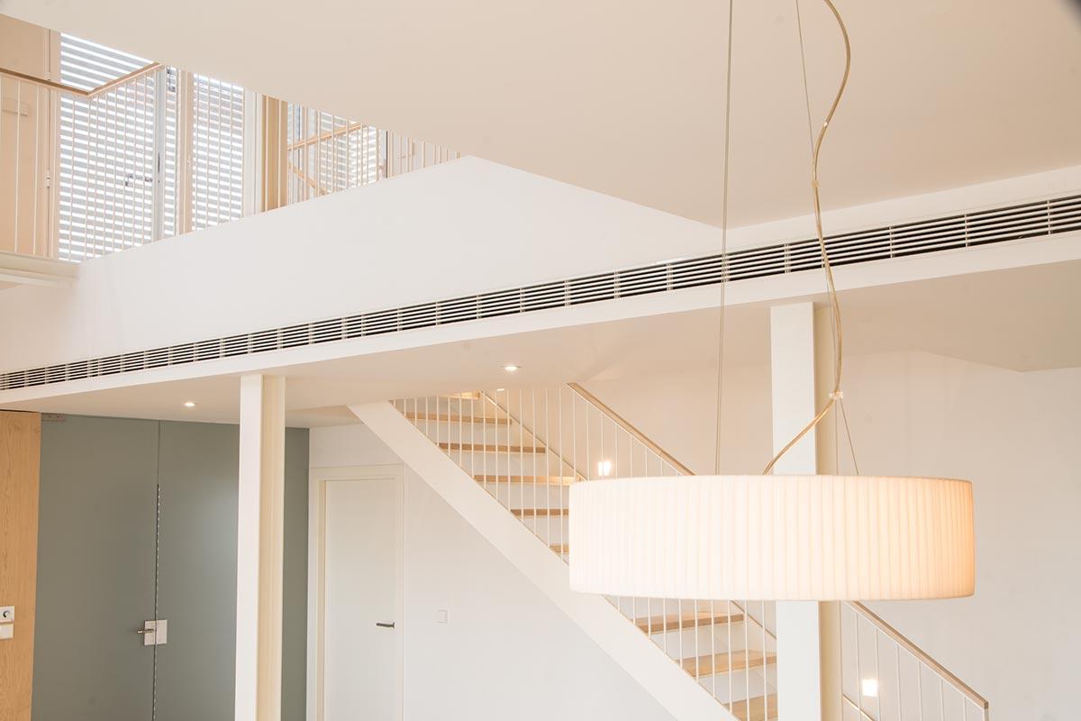 Detalle del salón de vivienda nueva construida por Muntasil, empresa constructora en Granada