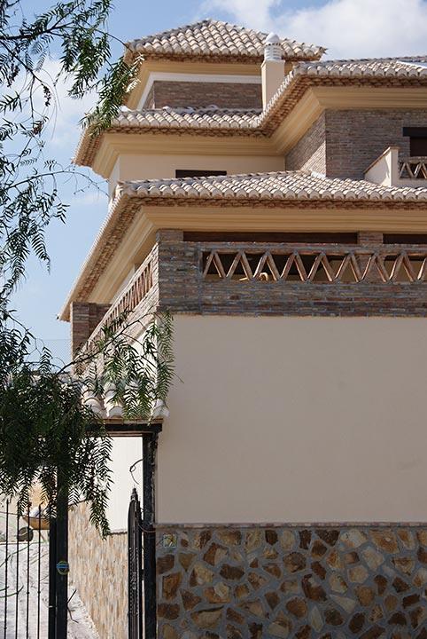 Exterior de vivienda nueva construida por Muntasil, empresa constructora en Granada